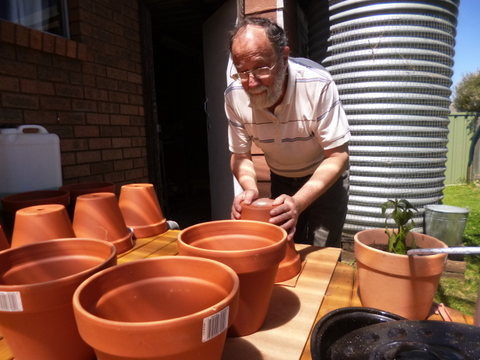 Making ollas from terracotta pots